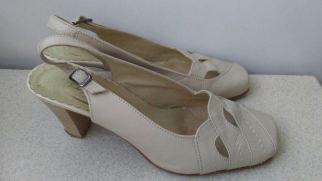 Beżowe damskie buty ze skóry 36