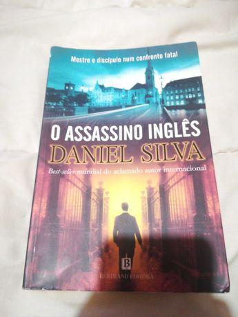 """Livro """"o assassino inglês"""""""