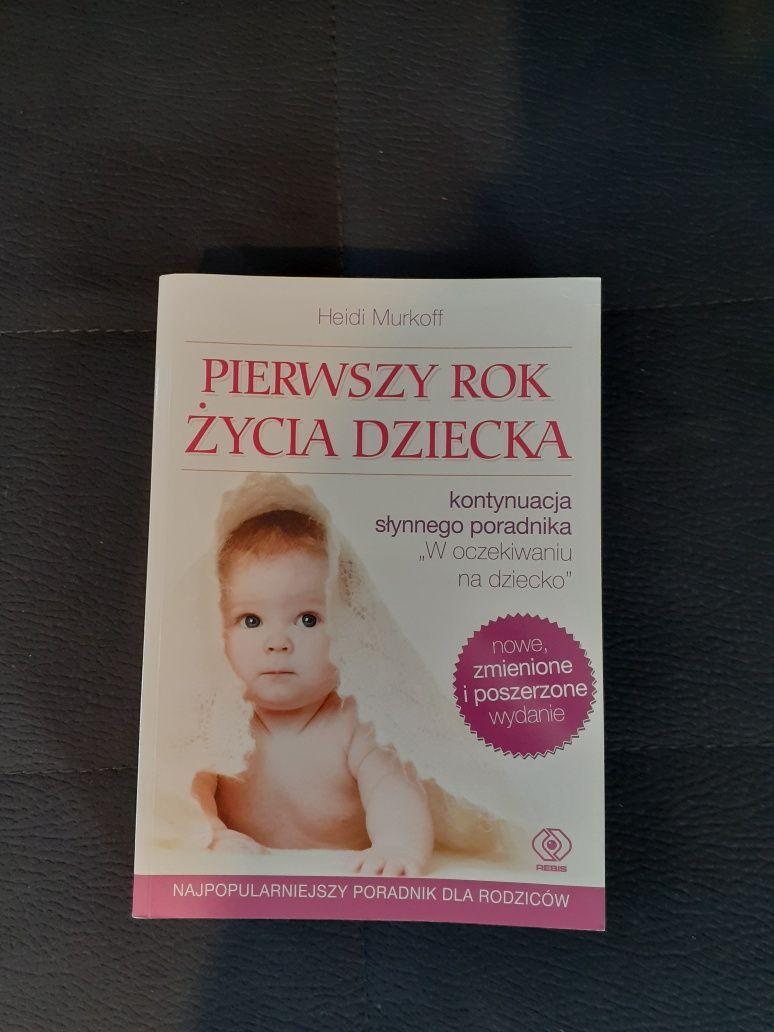 """Książka """"pierwszy rok życia dziecka"""""""