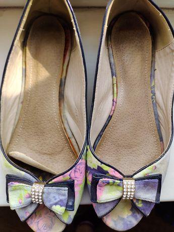 Продам туфли( сандали )женские