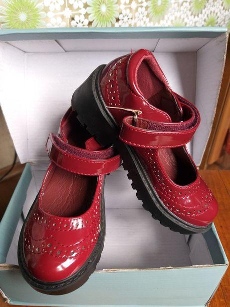 Туфли лаковые для девочки 25 размер