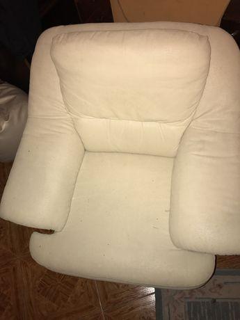 Sofa  e novo quase nunca usado e ta em bom estado