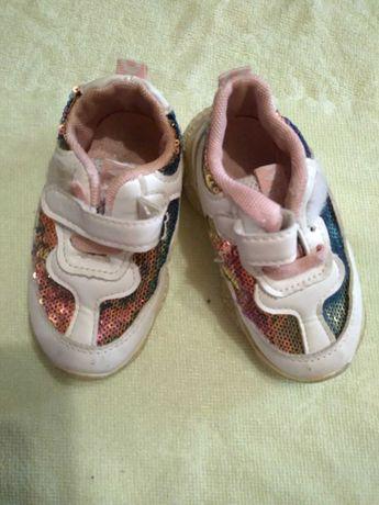 кроссовки белые с перламутром