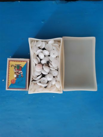 цвяхи декоративні маленькі пластмасові та метелеві