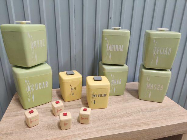 Plasticos recipientes caixas vintage - Set 2