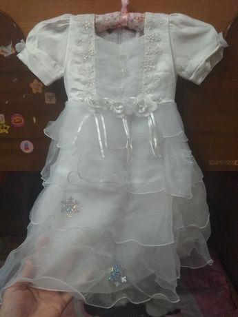 Нарядное платье снежинки на 3-4 года