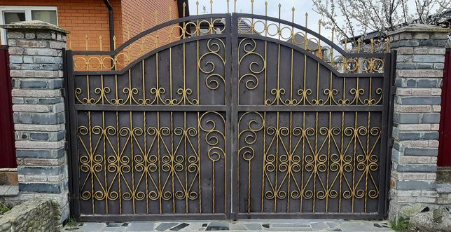Ковані ворота (брама) з каліткою