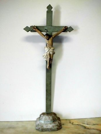 antigo crucifixo popular em madeira - verde