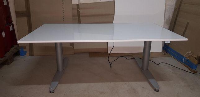 Biurko z elektryczną regulacją wysokość KINNARPS