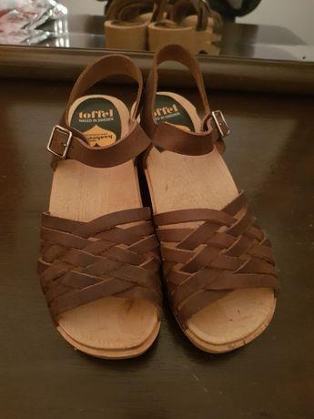 Sandálias socos madeira