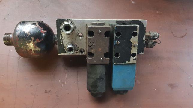 Blok zaworowy z akumulatorem JCB Fastrac - używany 1900,- netto