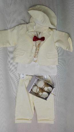 Elegancki garniturek do chrztu plus skórzane buciki