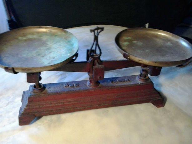 Balança antiga em ferro fundido
