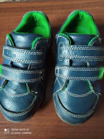 Дитячі туфлі кросівки в ідеальному стані