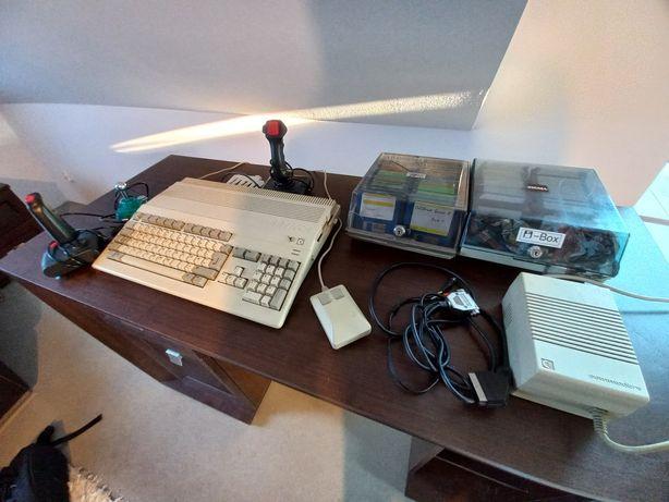 Amiga 500 zestaw, kontrolery, mnóstwo dyskietek, zasilacz