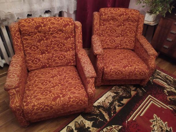 Fotel tapicerowany z PRL