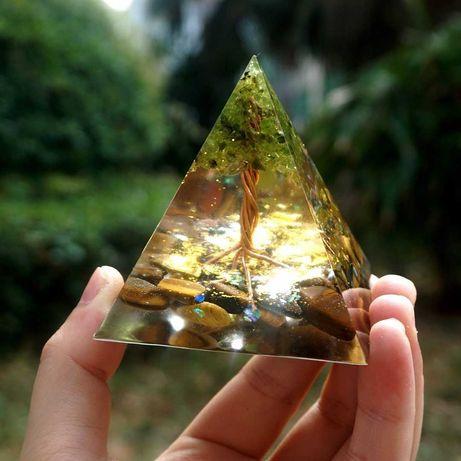 Orgonitowa piramida Wyzwania (Trygrysie oko & Peridot)