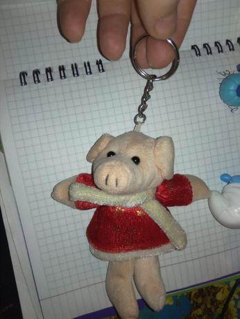 мягкая игрушка свинка поросенок новогодний 11см брелок снегурочка