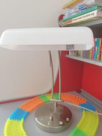 Настільна біла  лампа + ікеа