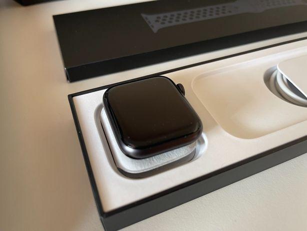 Apple Watch Nike Series 6 - 44mm - NA GARANTIA ATÉ 10/2022 - COMO NOVO