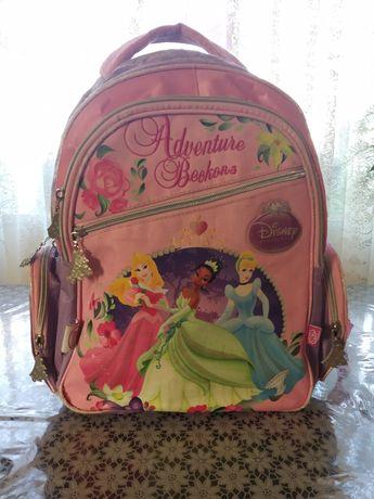 Ортопедичний рюкзак для дівчинки.
