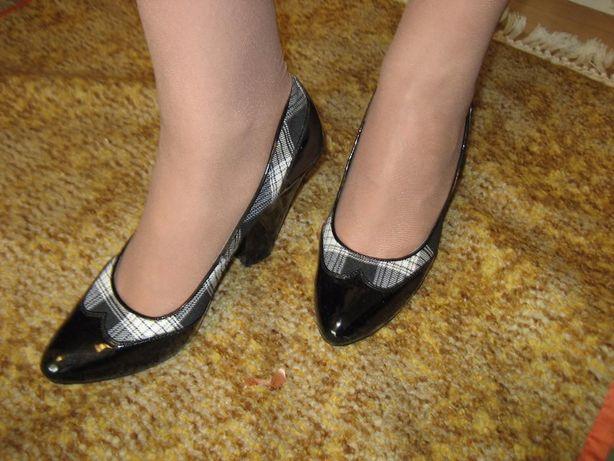 Туфли в черно-белую клетку
