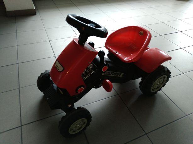 Triciclo pedais