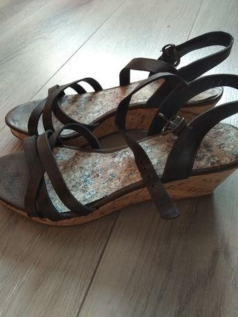 Buty, sandały na koturnie, brązowe, letnie