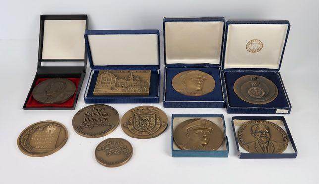 Lote com 10 medalhas em bronze