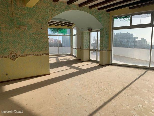 Loja Localizada no Edifício VauMar na Praia da Rocha - Po...