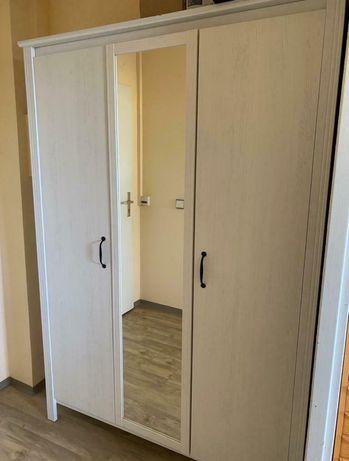 Szafa Ikea Brusali 130x190 cm z lustrem - biała bejca