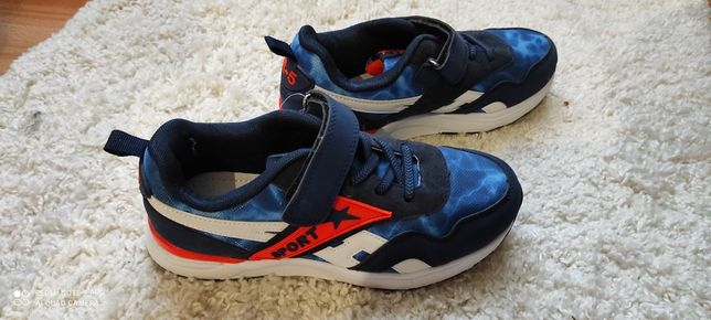 Продам кросівки для хлопчиків нові