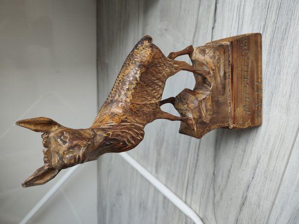 Stara Drewniana rzeźba Jelenia