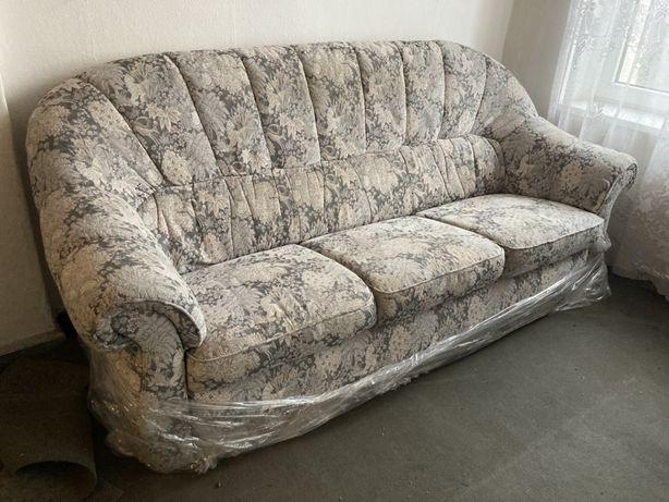 Staromodny fotel z sofą