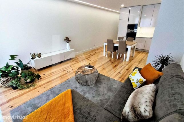 Apartamento T1 totalmente remodelado com varanda a junto ao Parque das