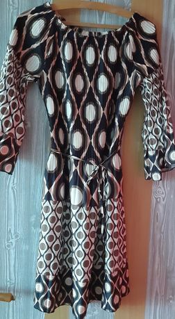 Sukienka w kolorach brązu i beżu. Lekka zwiewna.