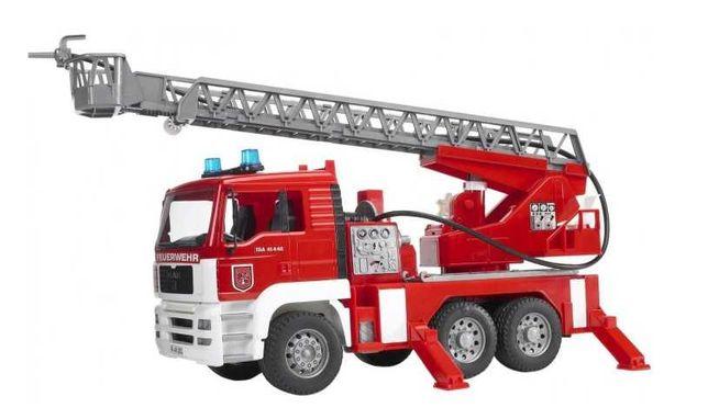 Пожарная машина Bruder с лестницей (02771)