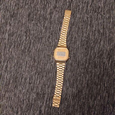Часы Casio золотые