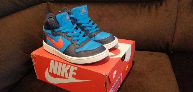 Nike court borough MID rozm. 36,5