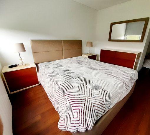 Mobília quarto casal madeira lacada cerejeira - Impecável