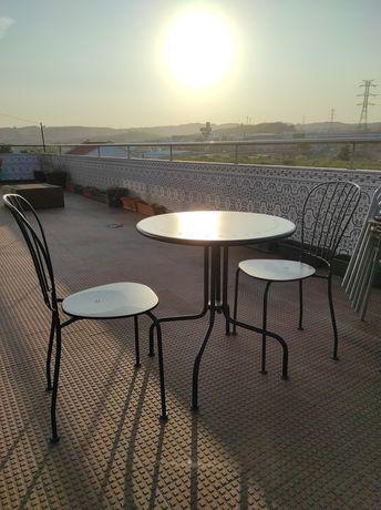 Mesa de ferro + 2 cadeiras de jardim varanda exterior