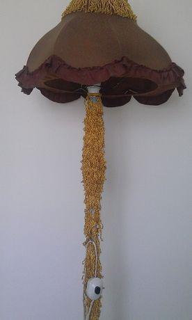 Lampa podłogowa stojąca z abażurem za 75 złotych.