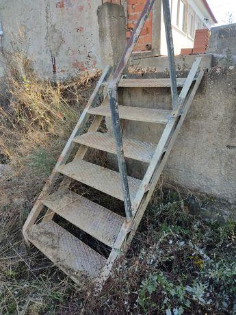 Escada em ferro bom estado