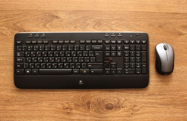 Комплект клавиатура и мышь Logitech Wireless Combo MK520 Black USB