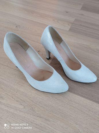 Buty rozm 39 pantofle czółenka srebrne skóra