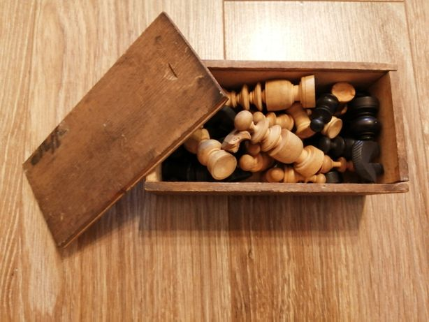 Stare ręcznie robione szachy komplet