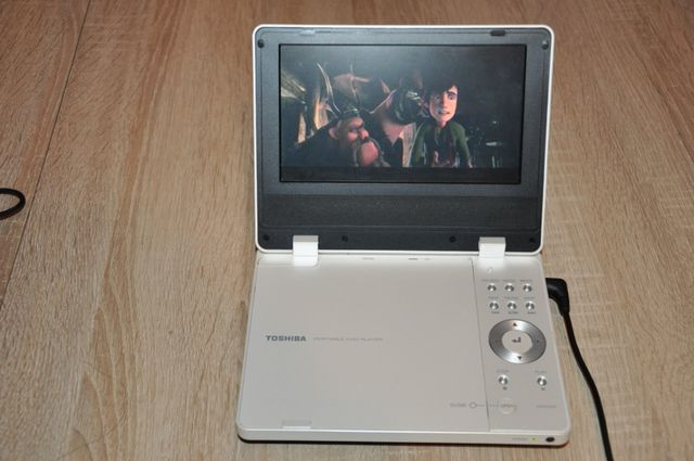 """Odtwarzacz DVD TOSHIBA 7"""""""