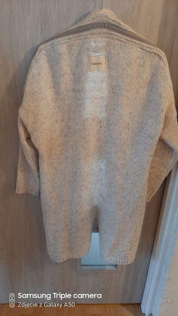 Długi ciepły sweter narzuta śmietankowy uniwersalny