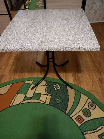 Продам отличный кухонный стол.