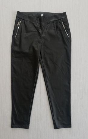 Czarne spodnie a'la skóra r.50